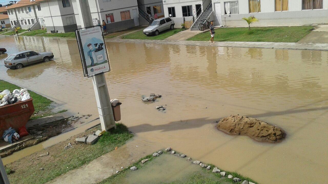 Itaipuaçu: Residencial Carlos Marighella amanhece com ruas alagadas após forte chuva
