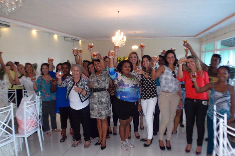 Viação Nossa Senhora do Amparo faz festa para as mães em Maricá
