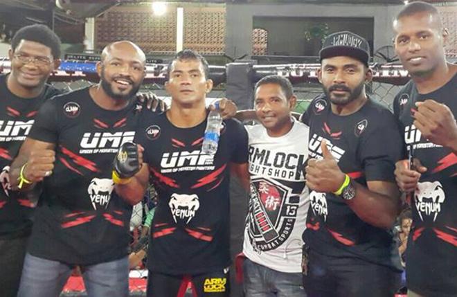 Atleta Maricaense de MMA vence luta em campeonato disputado no Rio