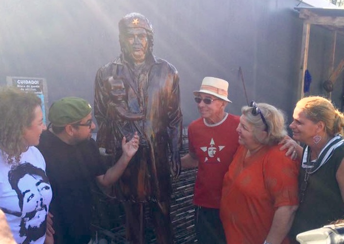 Maricá vermelha: prefeitura inaugura estátua de Che Guevara