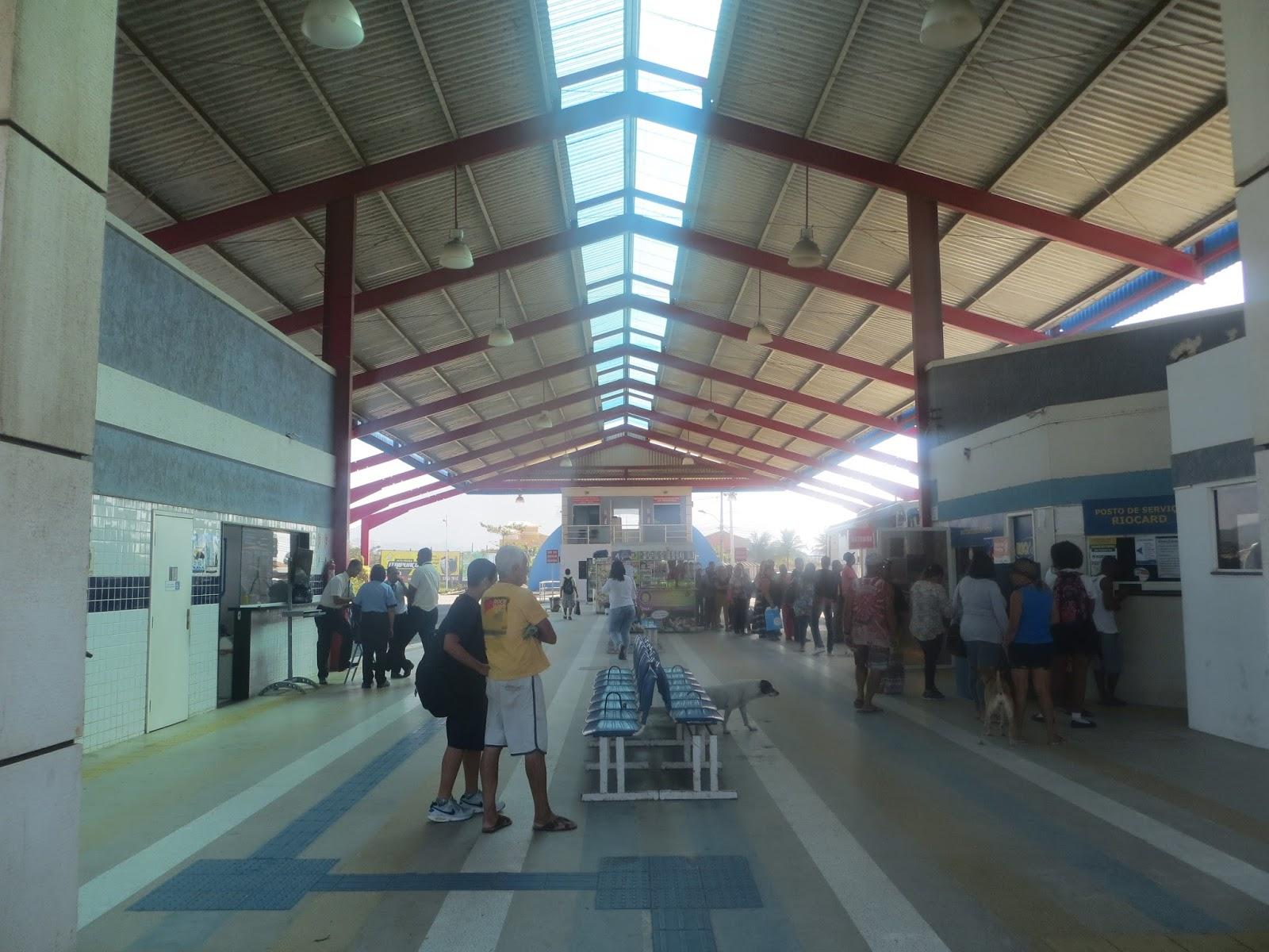 Itaipuaçu: Terminal de ônibus sofre com abandono