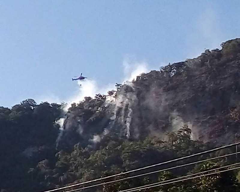 Balão e 'calorão' podem ter causado incêndio em Maricá