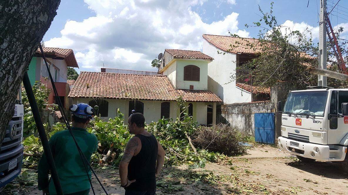 Tornado de baixa intensidade causa prejuízos em bairro de Maricá