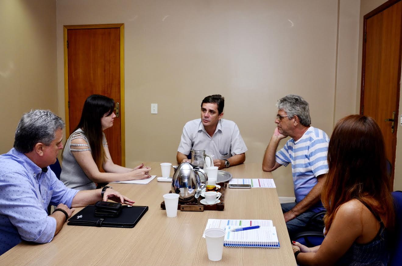 Prefeito de Maricá recebe coordenador regional do Sebrae