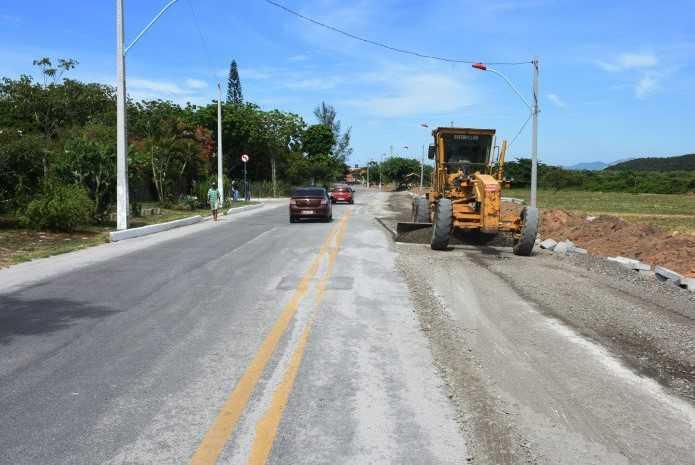 Via principal na Barra de Maricá recebe melhorias