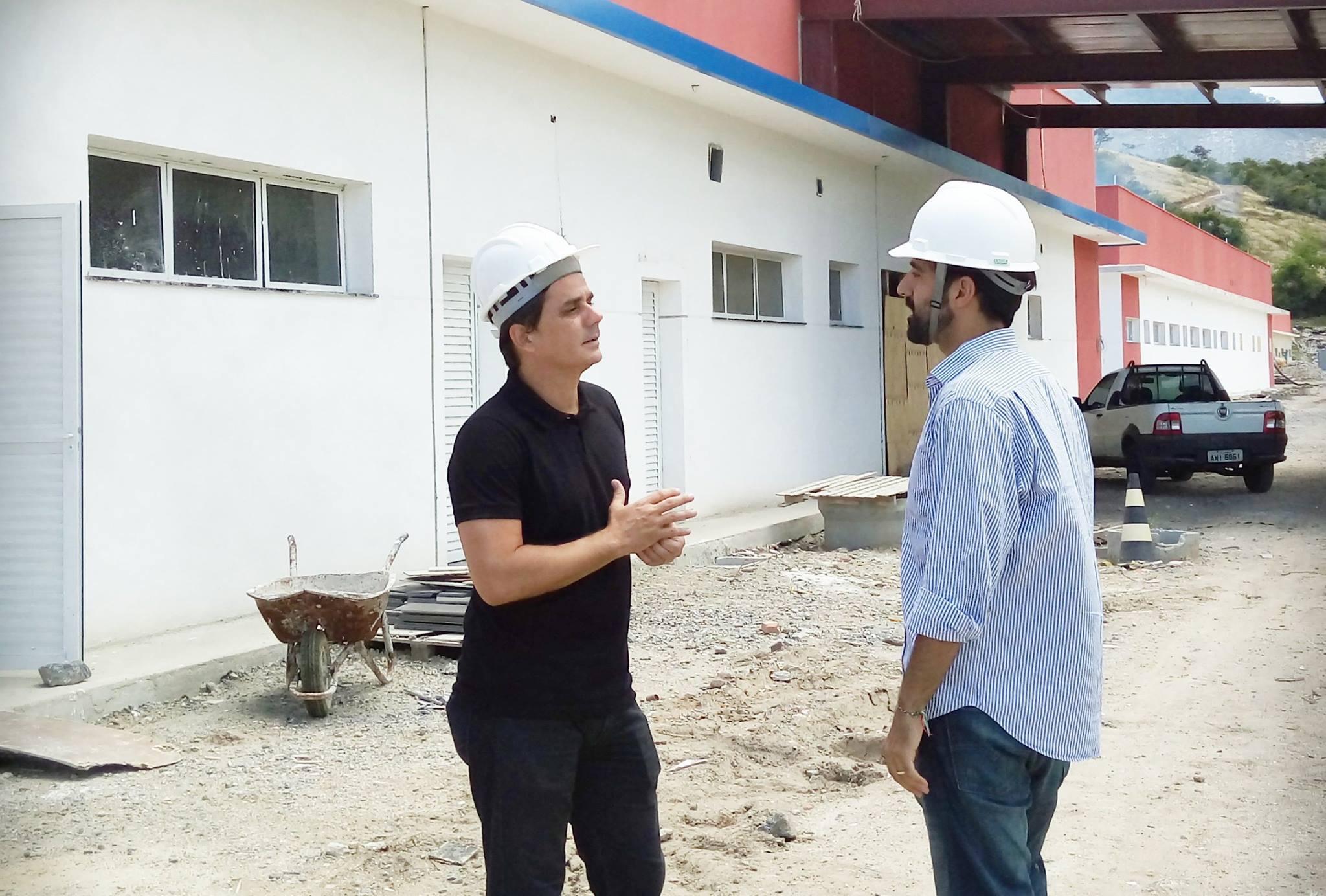 Prefeito Fabiano Horta visita obras do Novo Hospital de Maricá