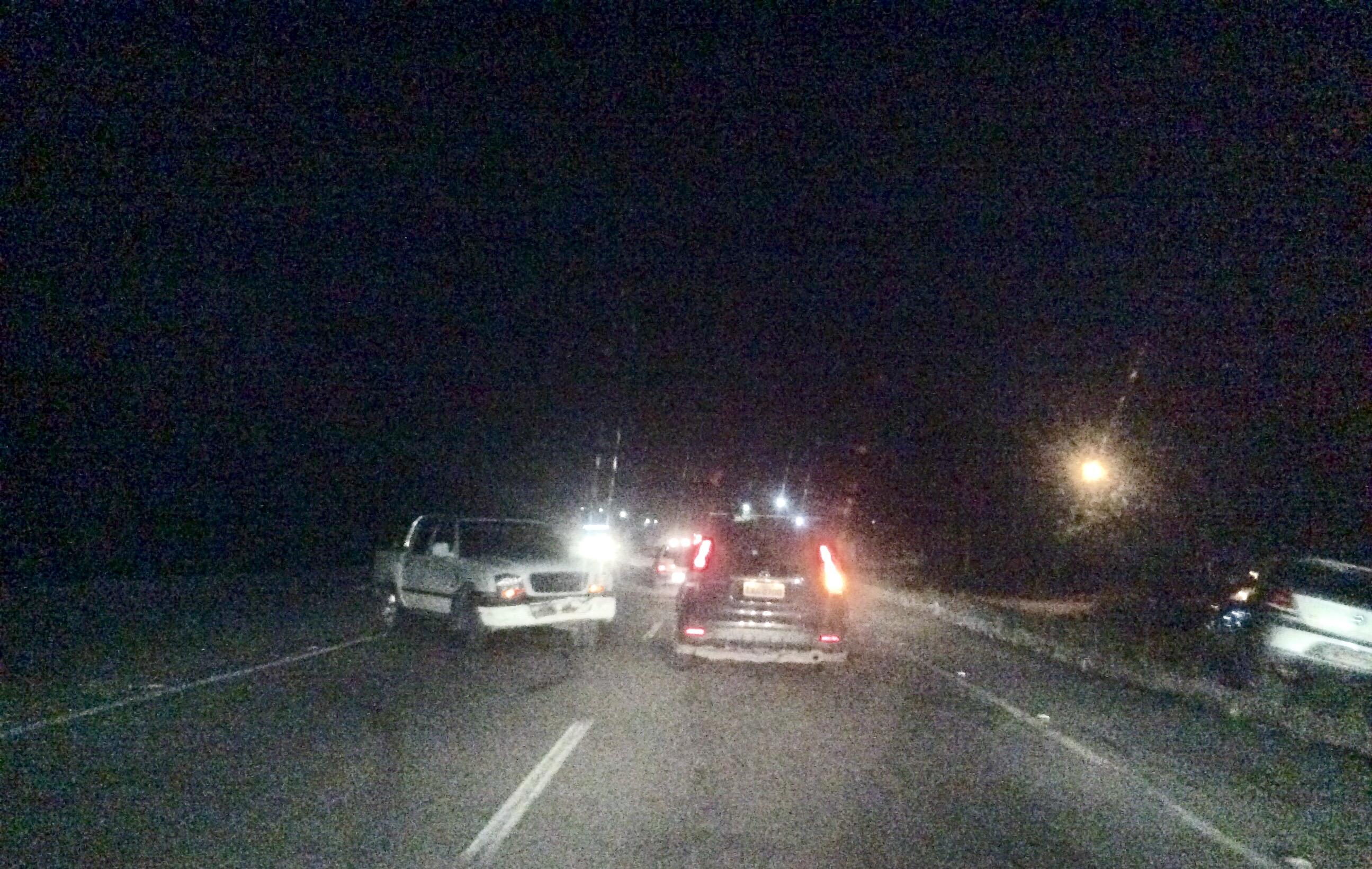 Acidente deixa trânsito complicado na RJ-106 neste domingo