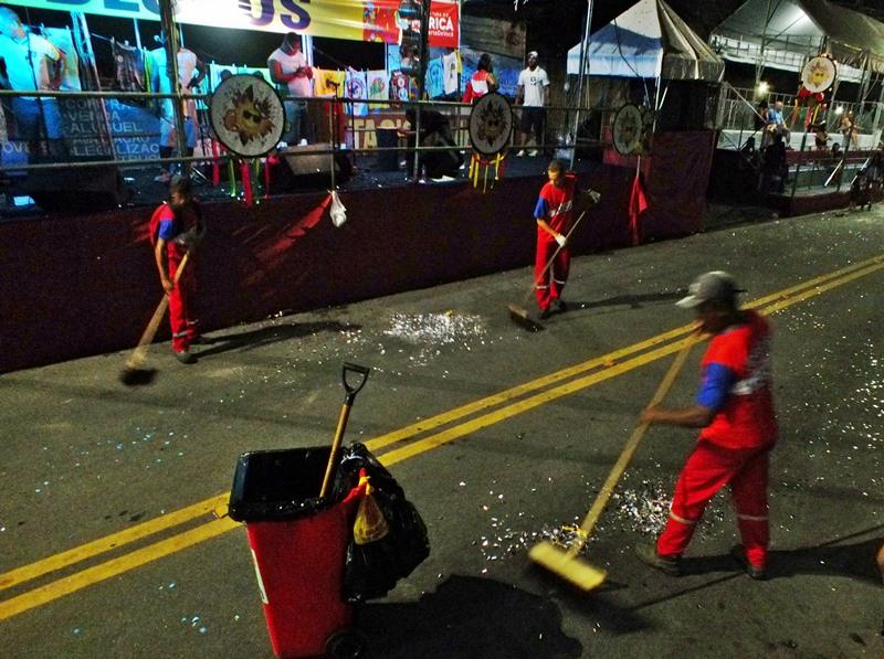 Maricá: 'Bloco da limpeza' trabalha duro durante os dias de Carnaval