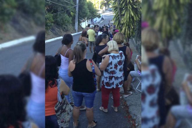 Maricá: Centenas de pessoas aguardaram horas na fila para marcação de consultas