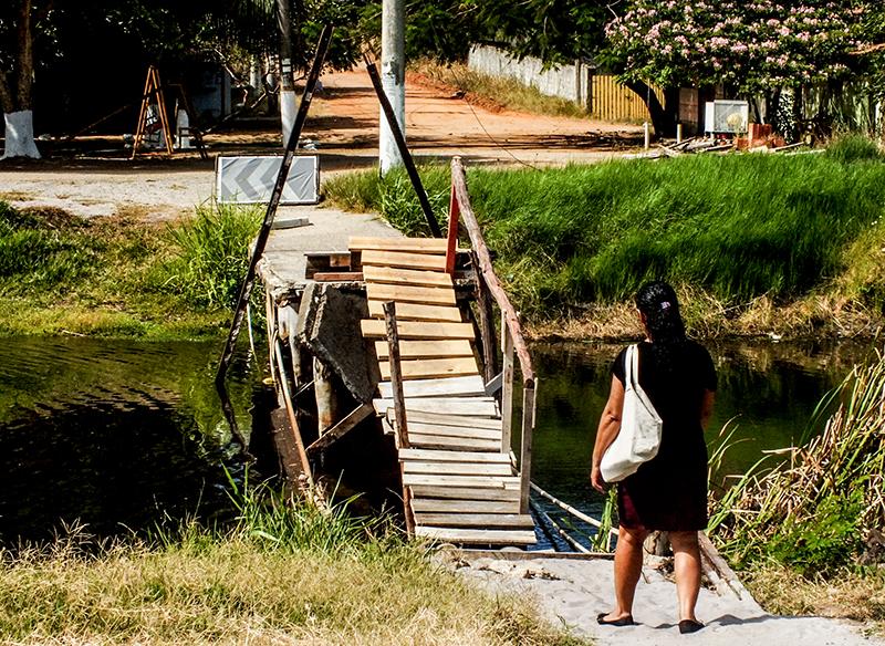 Itaipuaçu: Ponte destruída põe em risco vida de moradores e visitantes