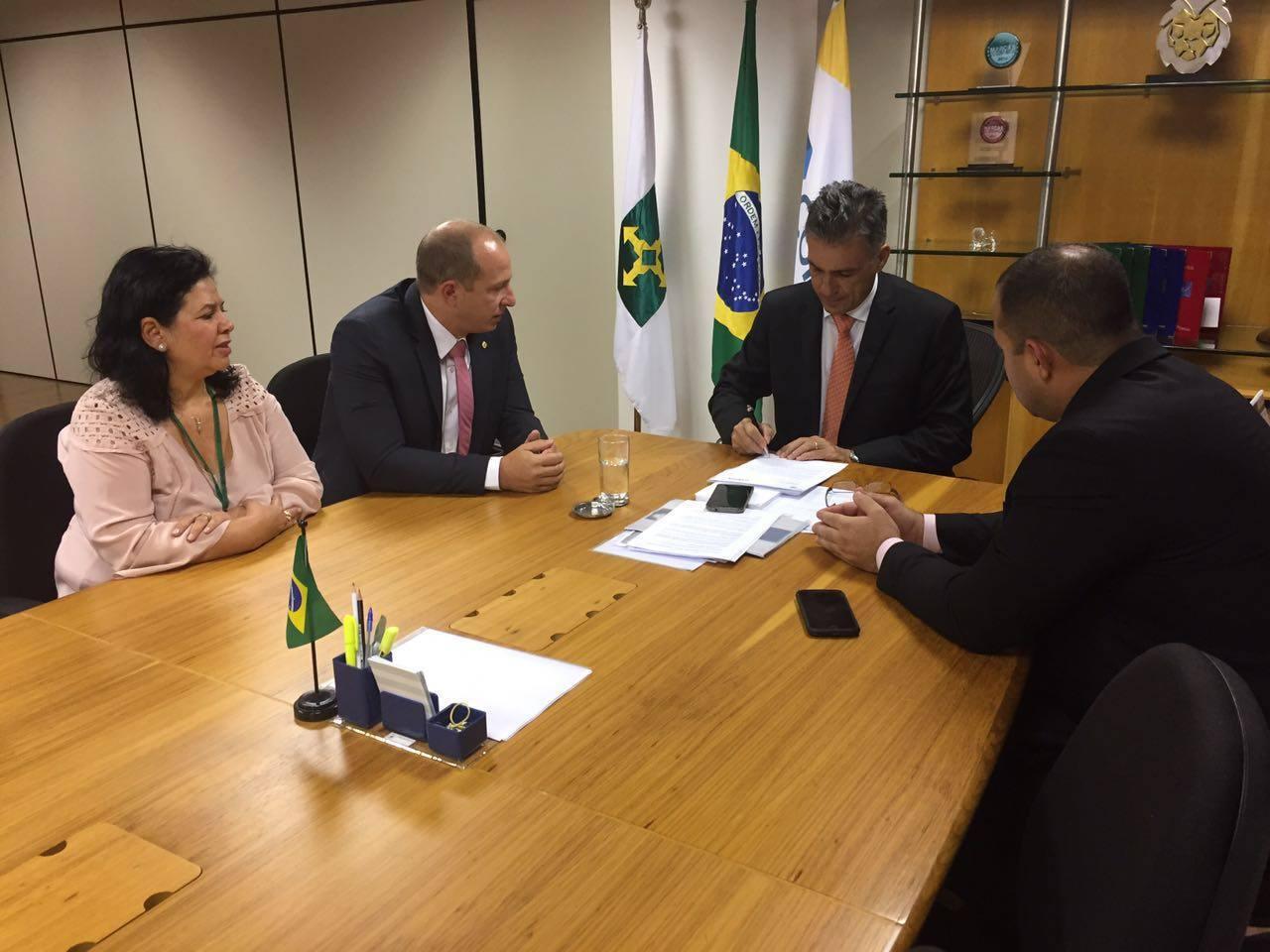 Vereador Filippe Poubel e Deputado Federal Marcelo Delaroli buscam nova agência dos Correios para Itaipuaçu