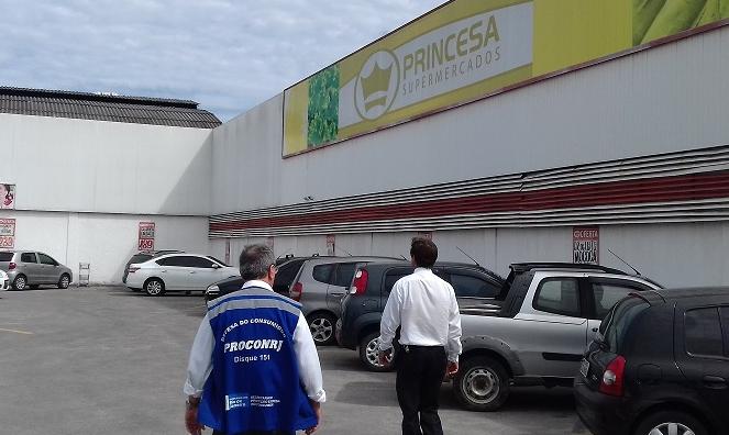Procon Estadual descarta 255kg de alimentos impróprios em Maricá