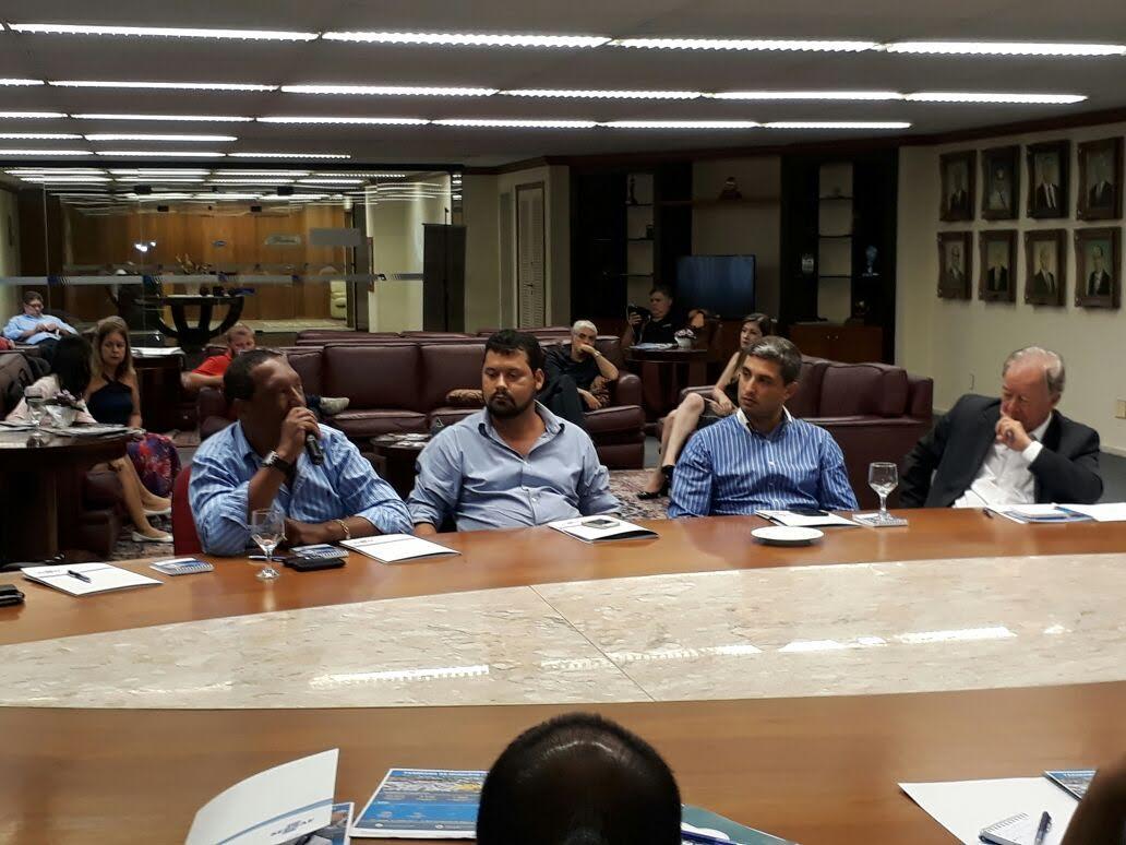 Presidente da Câmara de Vereadores de Maricá participa de encontro entre prefeitos em Niterói