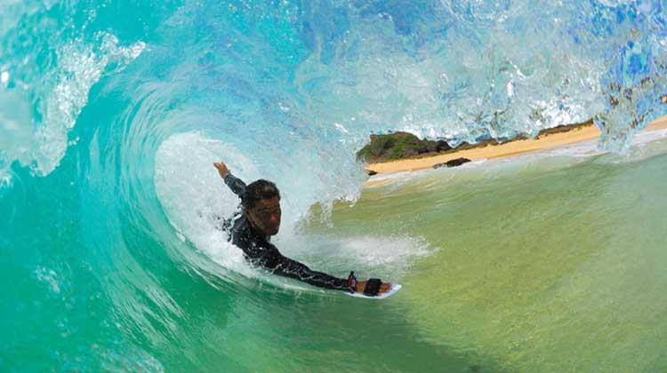 Praia de Cordeirinho, em Maricá, recebe campeonato de bodysurf