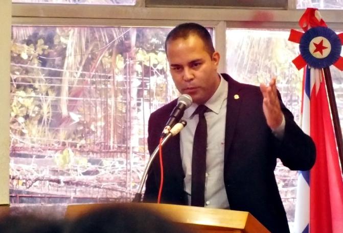 Maricá: Vereador Filippe Poubel denuncia farra de cargos na EPT