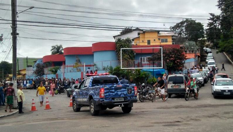 Maricá: Centenas de pessoas em fila para vacinação contra a febre amarela no posto central