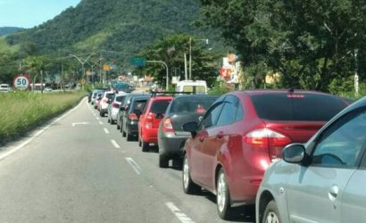 Trânsito intenso na RJ-106 nesta sexta-feira em Maricá