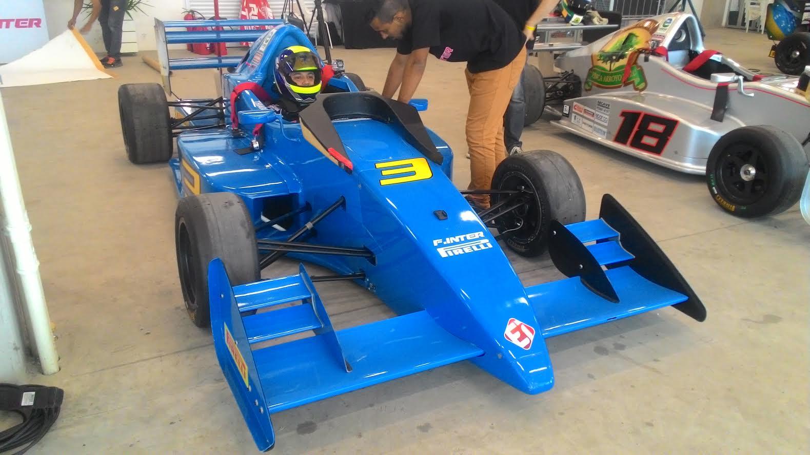 Piloto de Maricá, Thiago Izequiel, faz estréia com pódio na Formula Inter