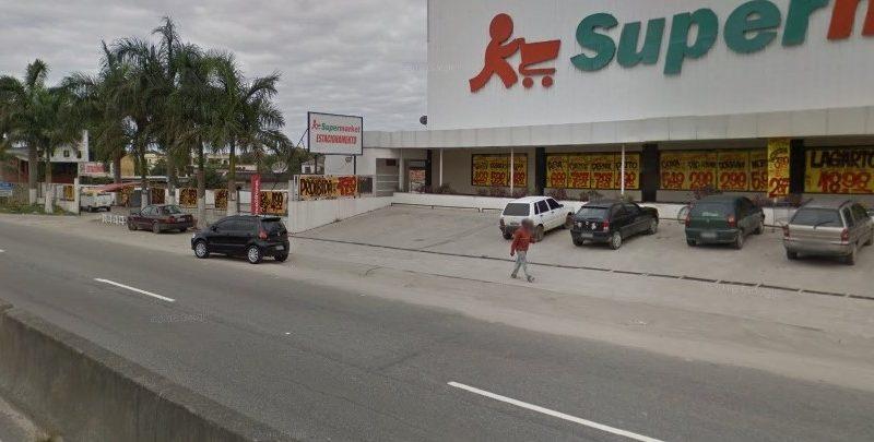 Maricá: Motorista é rendido e tem carro roubado em estacionamento de supermercado em São José