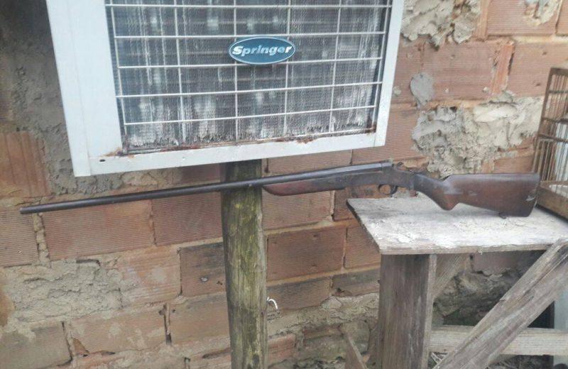 Polícia Ambiental apreende arma em bairro de Maricá